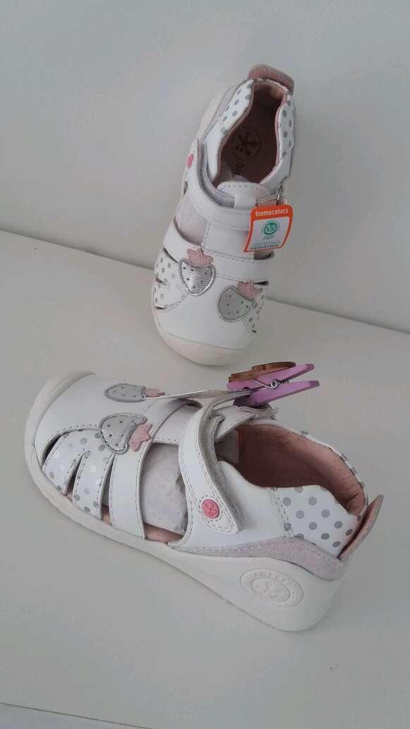 Imagen zapato niña biomecanics