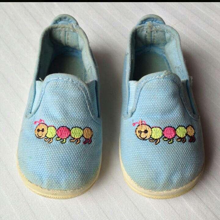 Imagen Zapatillas azules celeste