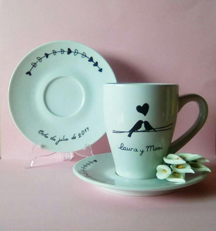 Imagen Tazas y platos personalizados para bodas.