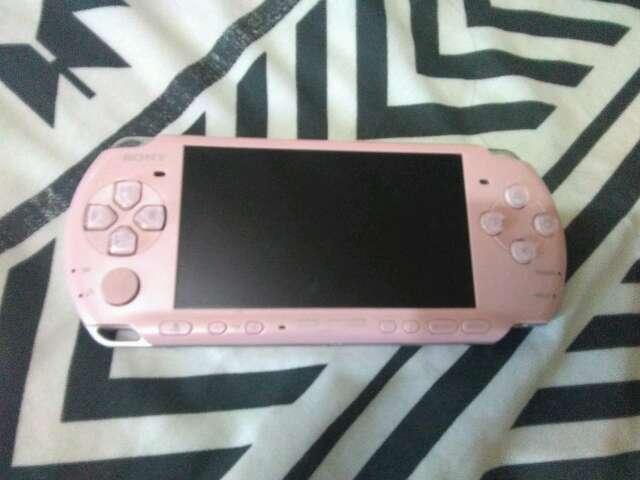 Imagen vendo PSP rosa plateada