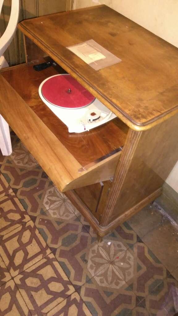 Imagen producto Mueble tocadiscos de los años 50 marca Philips  2