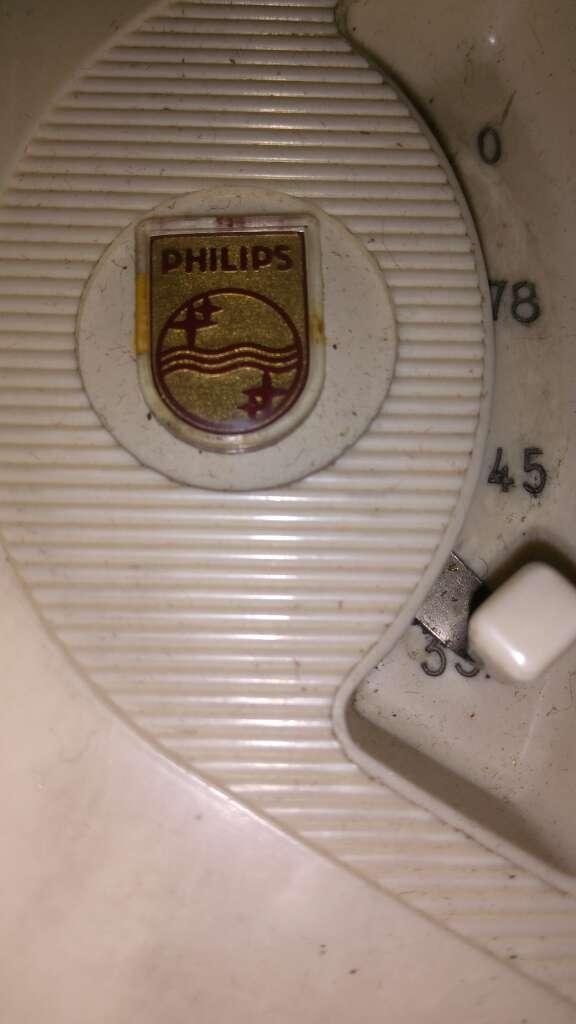 Imagen producto Mueble tocadiscos de los años 50 marca Philips  4