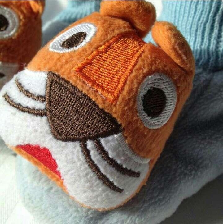 Imagen producto Zapatillas peluche tigres  2