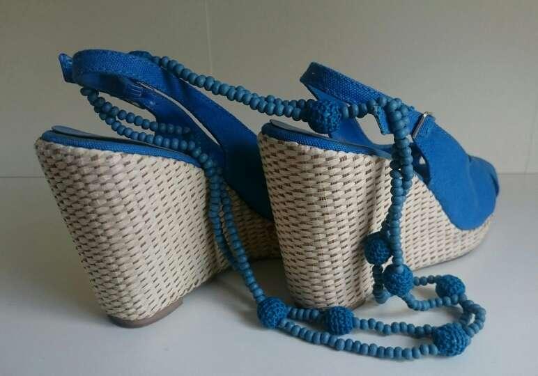 Imagen producto Cuñas mimbre y Collar Crochet azules  2