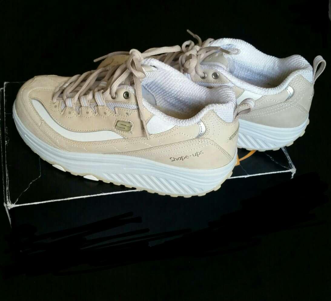 Imagen Shape-ups zapatillas tonificadoras de Skechers.