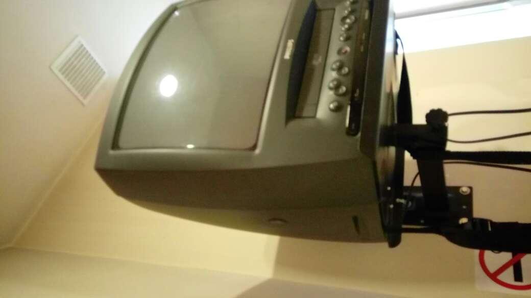 Imagen televisor con regalo de cintas