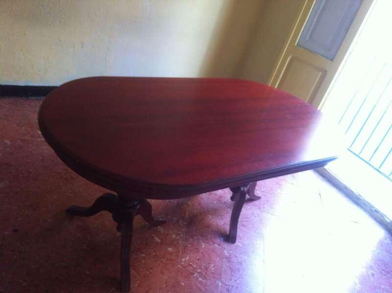 Imagen mesa grande con 4 sillas