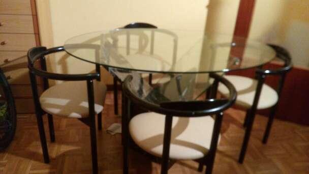Imagen mesa comedor de cristal con base de marmol negro moteada