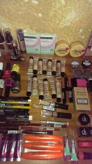 Imagen producto Lote 100 productos de maquillaje 3