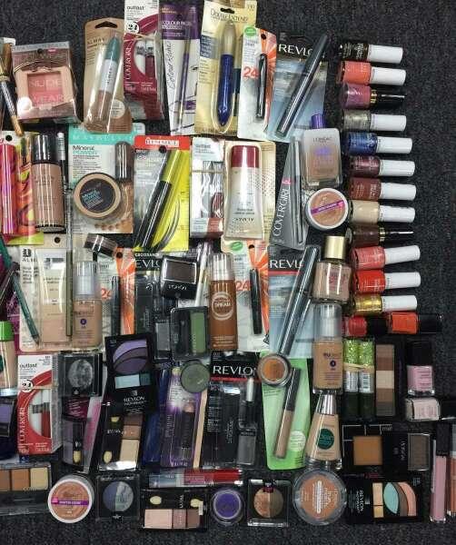 Imagen producto Lote 100 productos de maquillaje 2