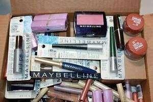 Imagen Lote 100 productos de maquillaje