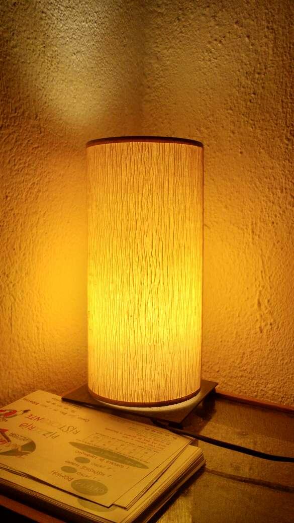 Imagen lámpara de diseño con soporte metálico
