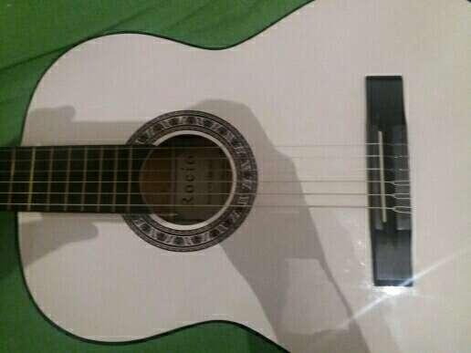 Imagen producto Guitarra (Rocio) 2