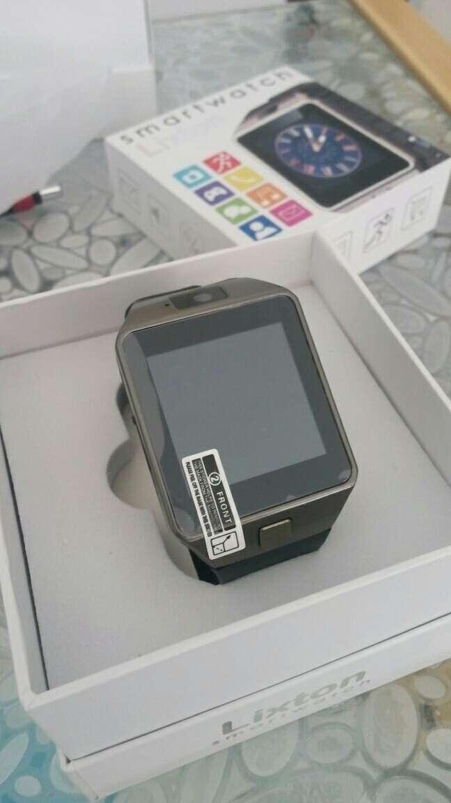 Imagen smartwatch con cámara ranura para tarjeta SIM y SD