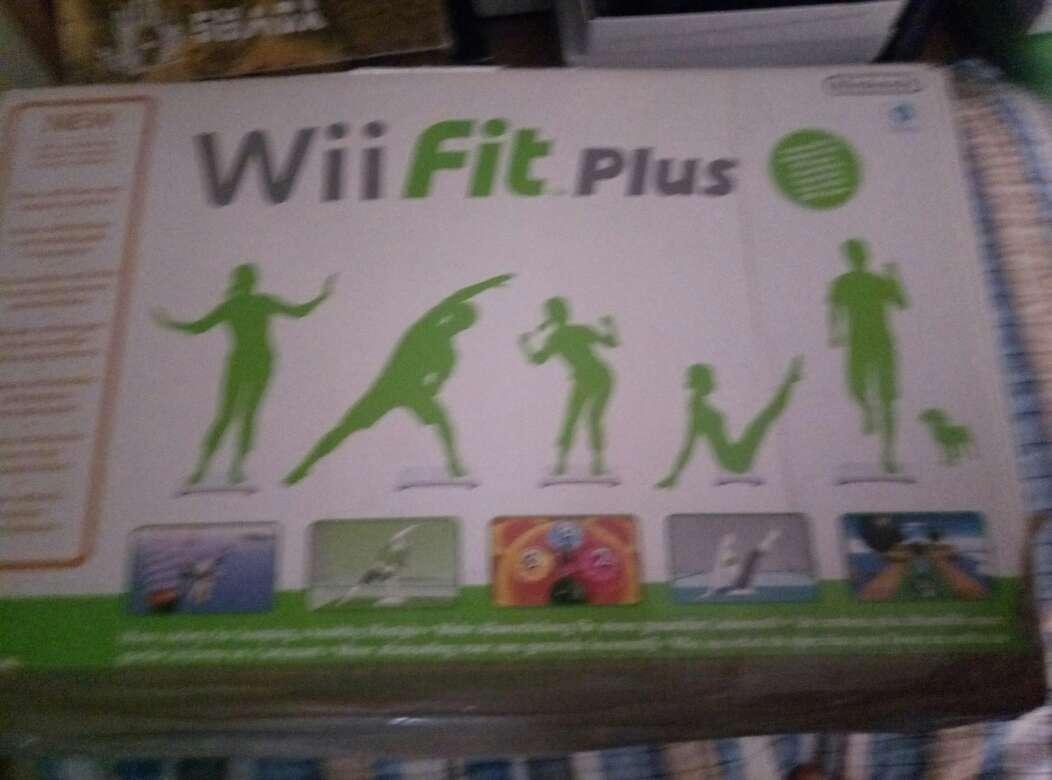 Imagen producto Wii con un montón de complementos y juegos 4