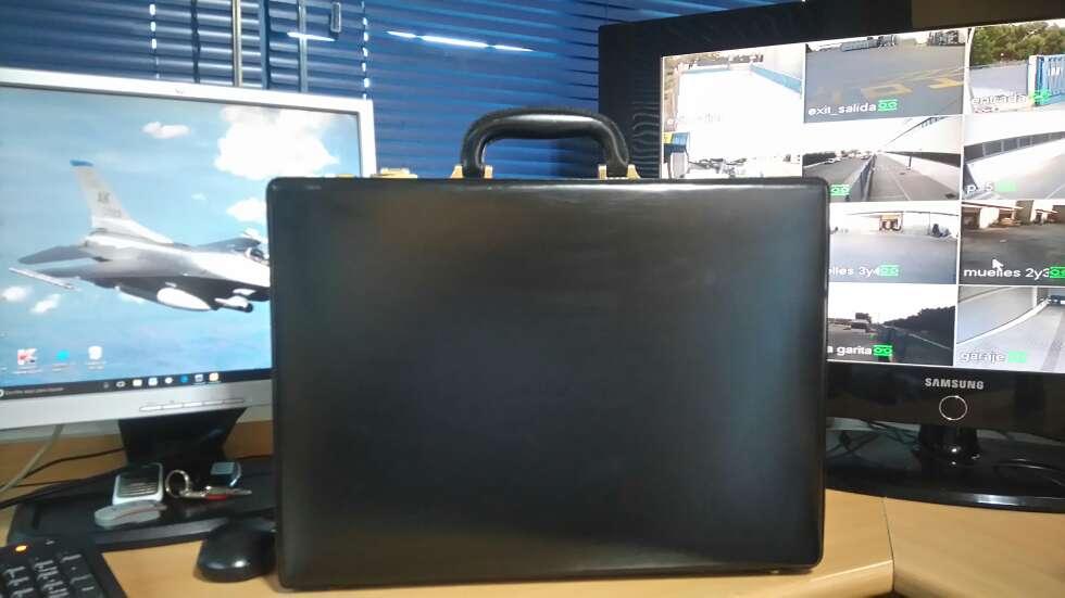 Imagen Maletin de piel, negro muy bonito con codigo de seguridad.