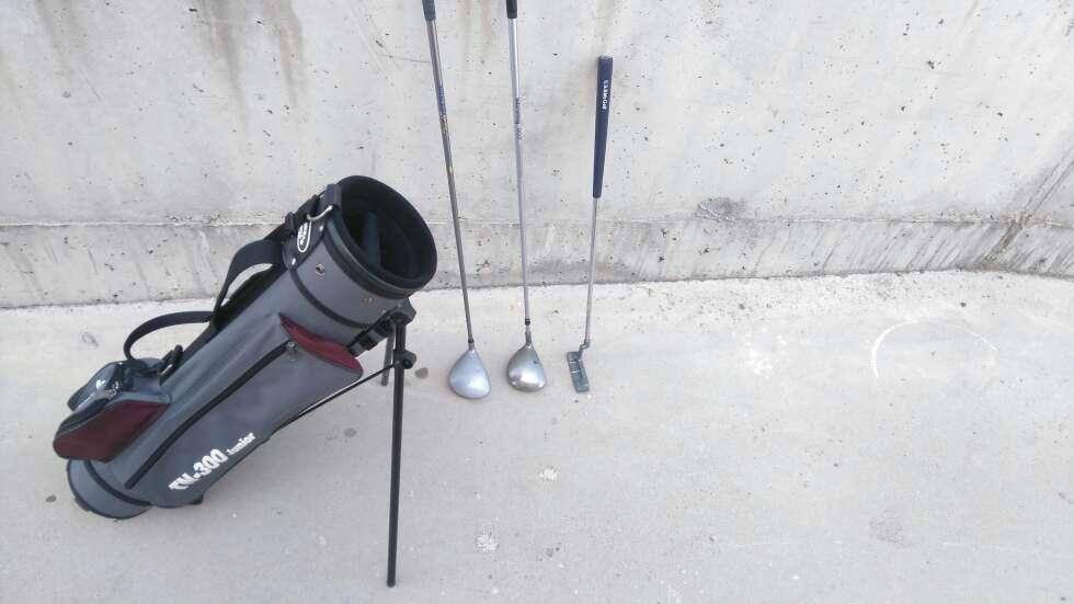 Imagen Bolsa de Palos De Golf y 3 palos de golf marca Bomerang.