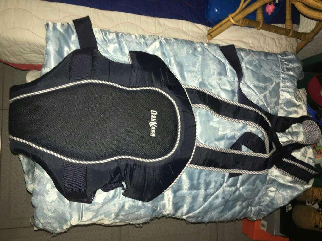 Imagen producto Cuco de Bebe Marca Jane,practicamente nuevo Y Mochila porta bebé o canguro porta bebe. 2
