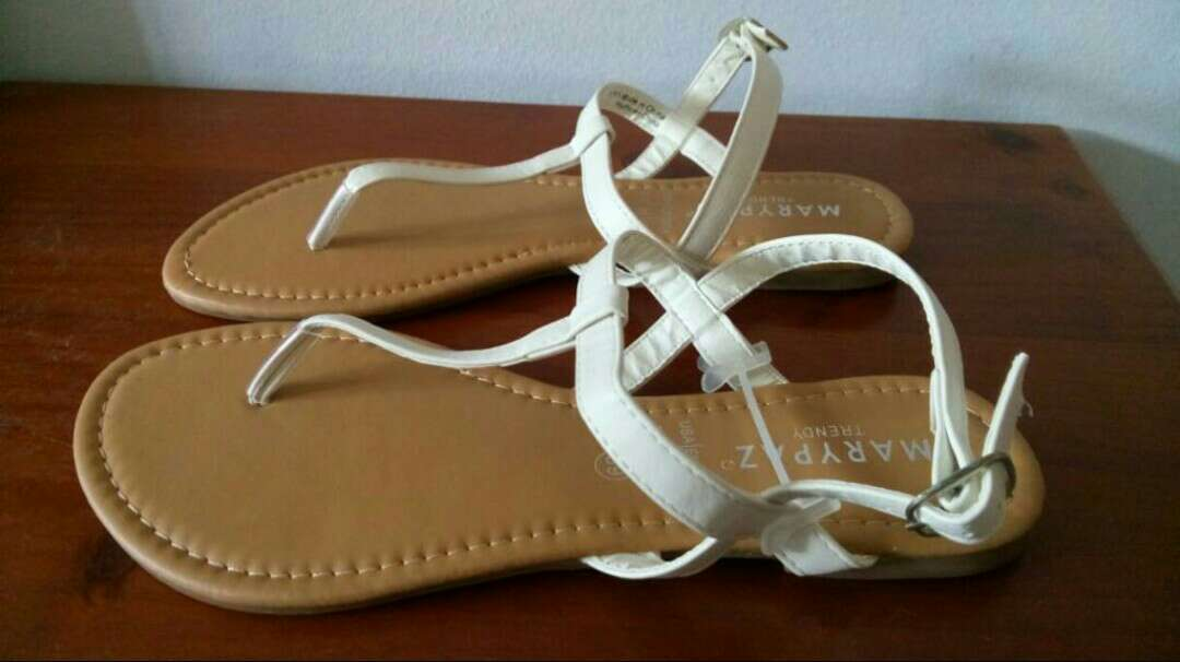 Imagen producto Sandalias blancas Marypaz talla 39 2