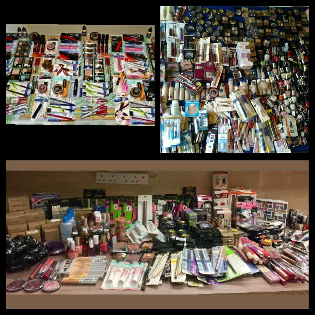 Imagen Lote 50 productos de maquillaje