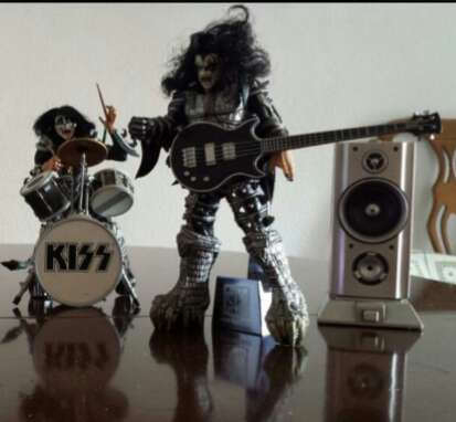 Imagen producto Kiss.Figuras Macfarlane. 3