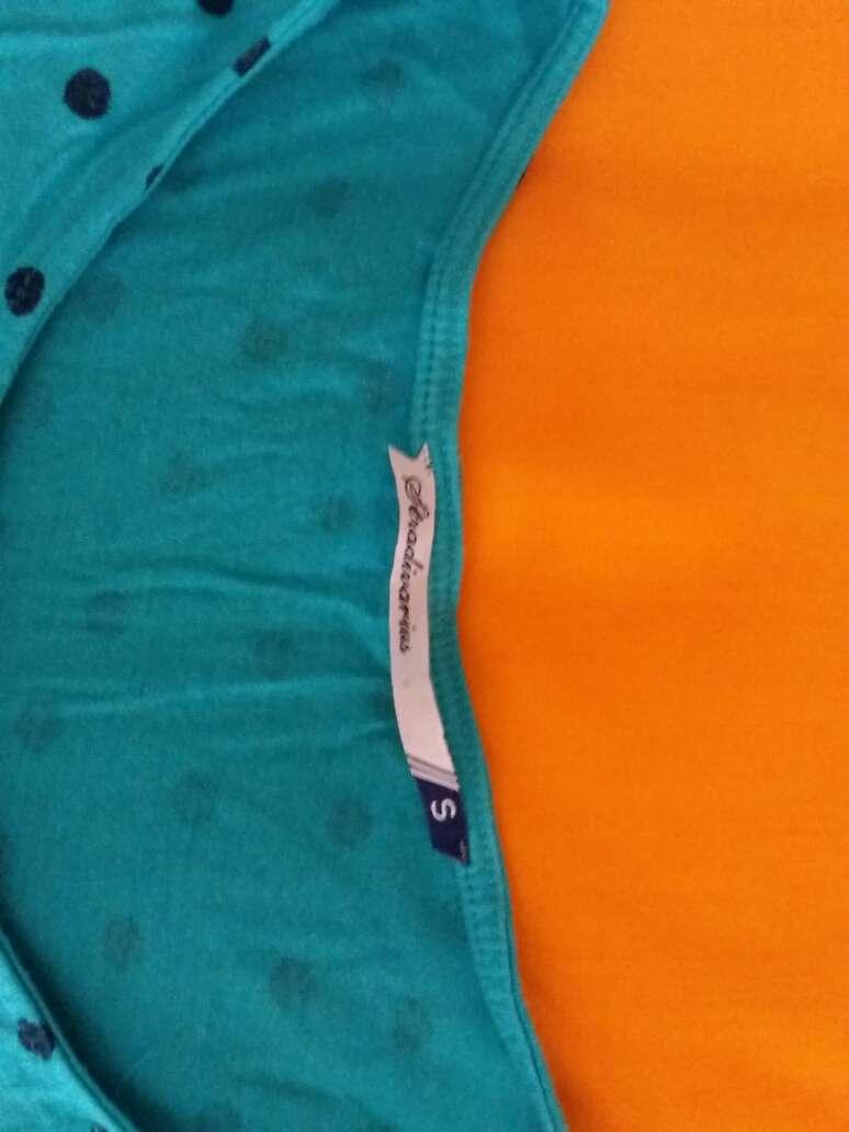 Imagen producto Camiseta azul con topos 2