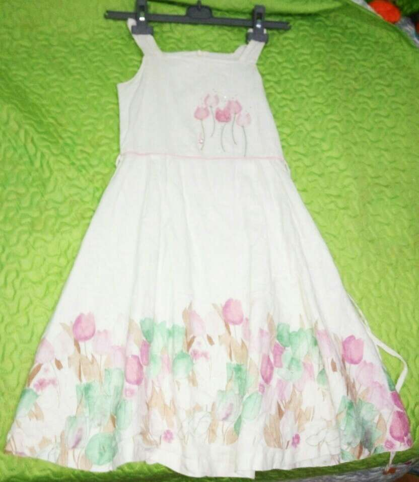 Imagen vestido de niña lino
