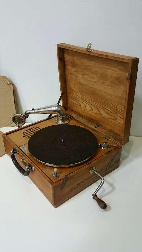 Imagen Espectacular gramofono muy antiguo +discos