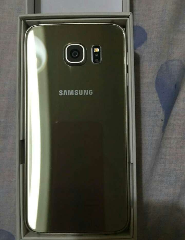 Imagen producto Samsung Galaxy S6 gold 2