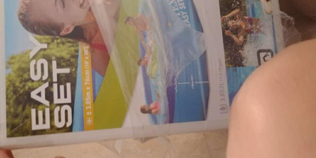 Imagen piscina. con depuradora