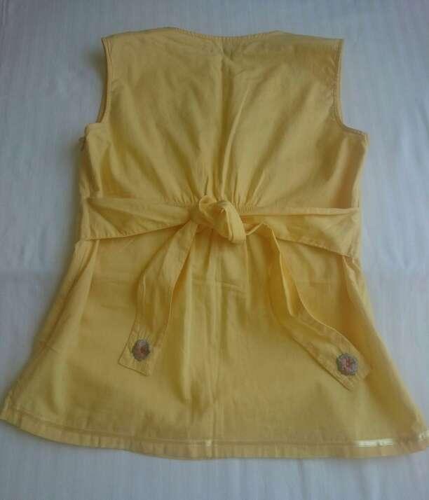 Imagen producto Como NUEVA Blusa amarilla sin mangas  3