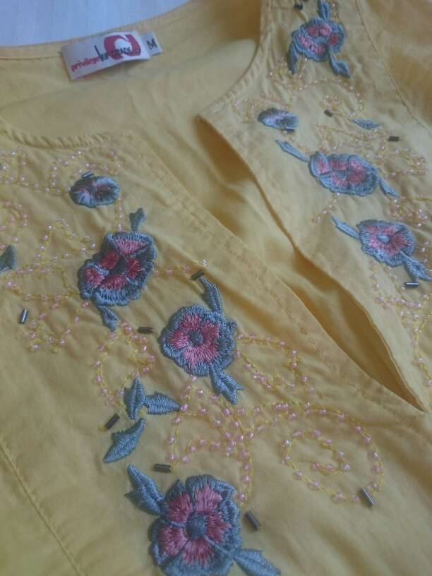 Imagen producto Como NUEVA Blusa amarilla sin mangas  2