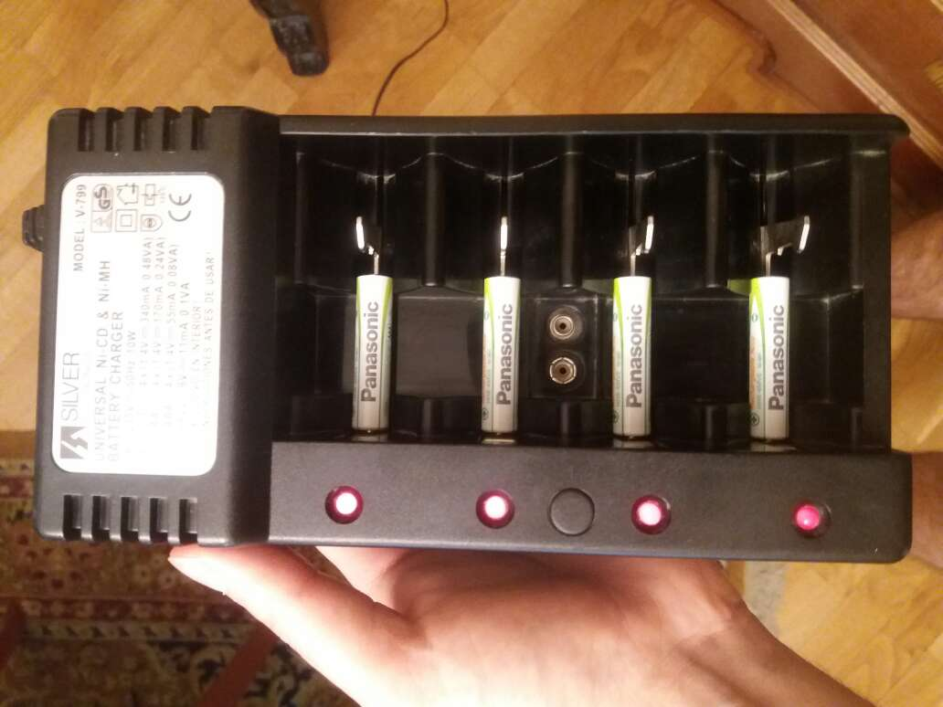 Imagen cargador pilas universal