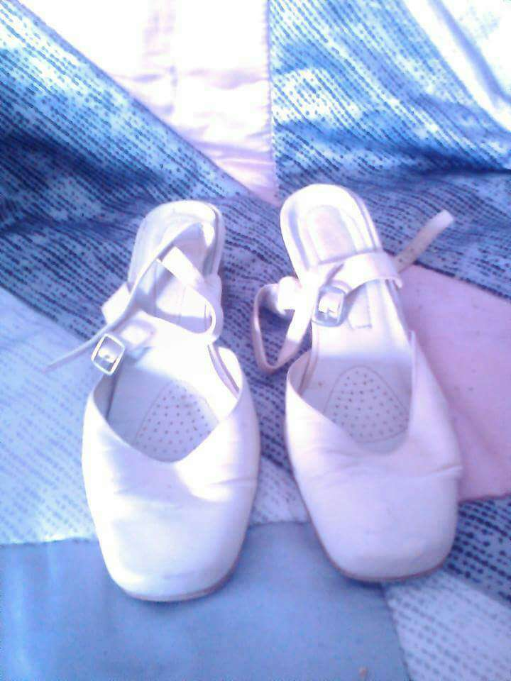 Imagen zapatos blancos mujer