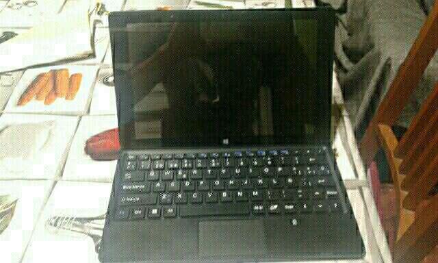 Imagen tablet pc airis 2 en 1