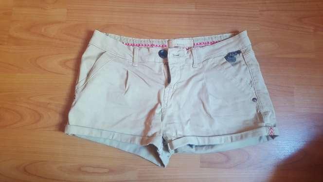 Imagen pantalon beige corto