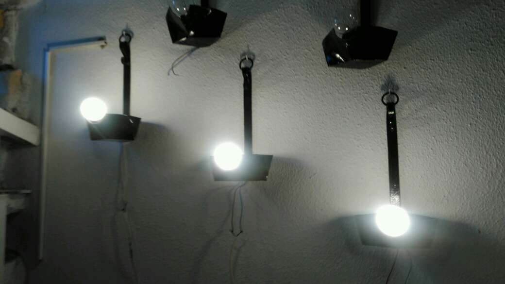 Imagen cinco candiles de forja