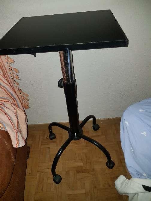 Imagen es una mesa para television .