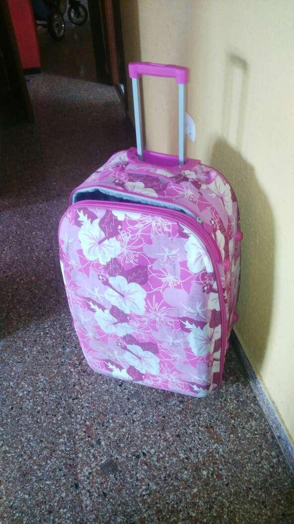 Imagen maleta viaje usada una vez