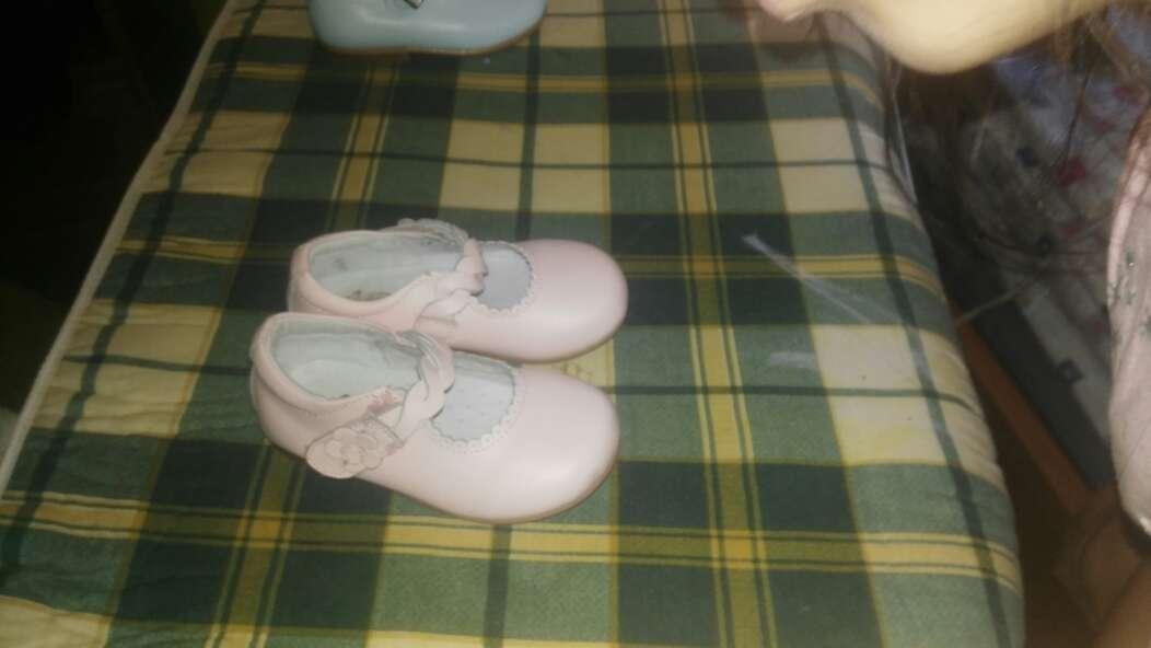 Imagen dos pares zapato niña