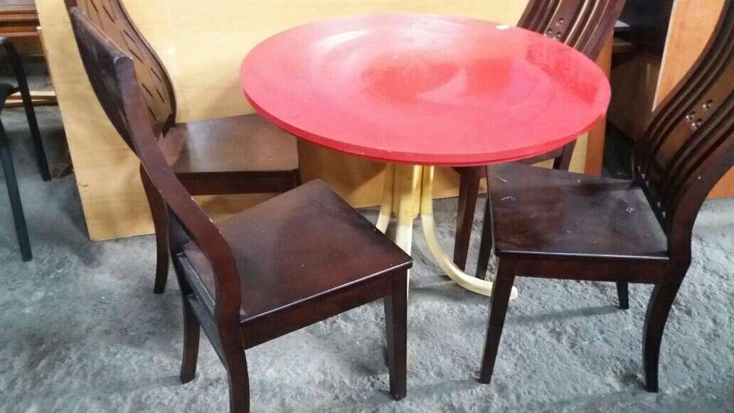 Imagen sillas con mesa