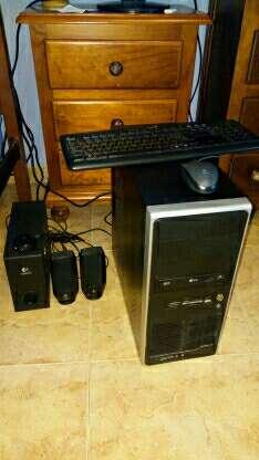 Imagen PC con teclado y ratón