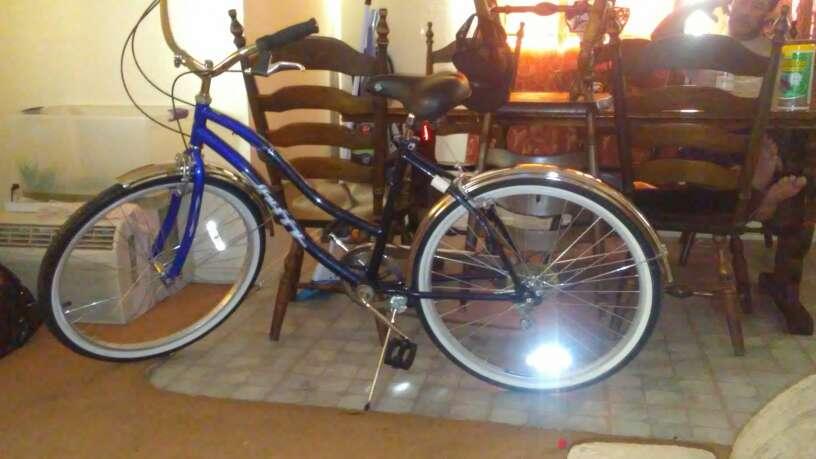Imagen bicicleta azul marino