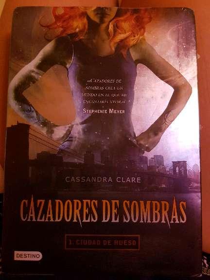 Imagen Cazadores de sombras: Ciudad de huesos