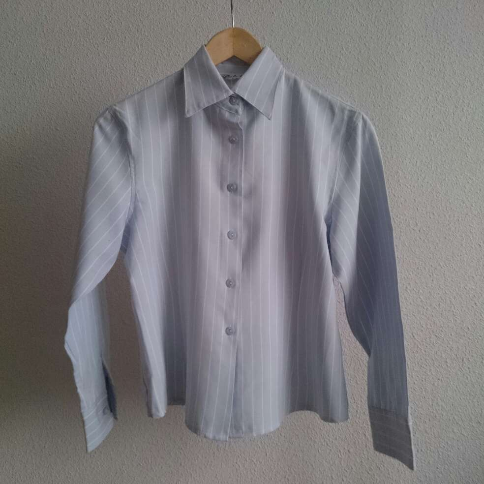 Imagen producto Camisa celeste rayas blancas  2