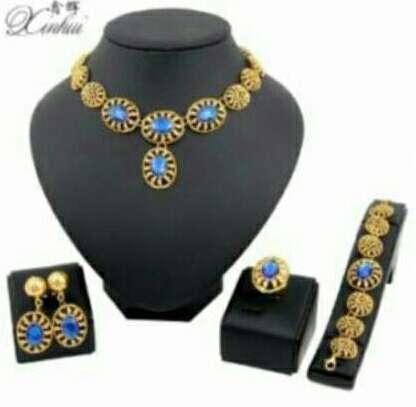Imagen conjunto de collar y acesorios