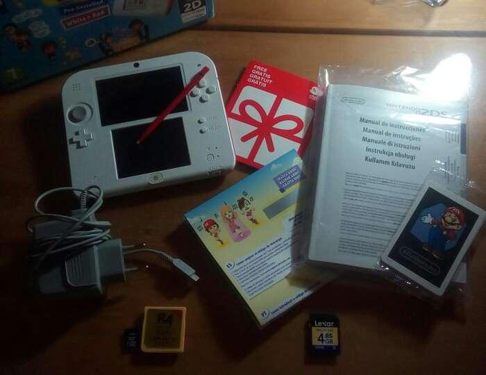 Imagen Nintendo 2ds + Tomodachi Life +14 juegos