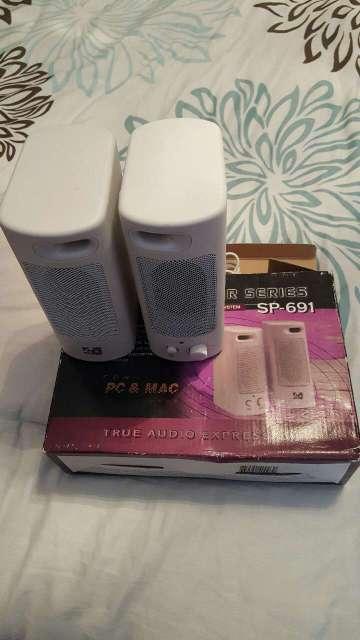 Imagen White pc and Mac Speaker Whit Box