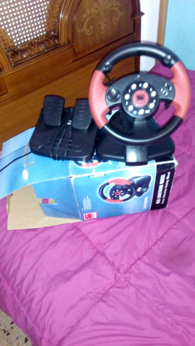 Imagen Vendo este volante funcionando en perfecto estado junto viene con pedalera todo en la caja