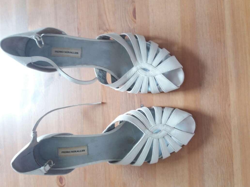 Imagen Zapatos de tacón blancos pedro miralles talla 40